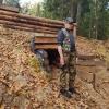 Vitalijus tyrinėja partizanų bunkerį | Fotografijos autorius : Gintautas Steiblys | © Macrogamta.lt | Šis tinklapis priklauso bendruomenei kuri domisi makro fotografija ir fotografuoja gyvąjį makro pasaulį.